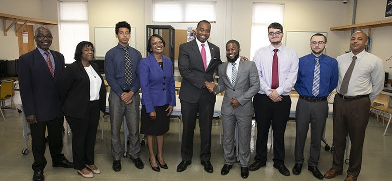 Premier Launches Treefrog App | Government of Bermuda